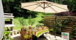 Les Sapinettes location vacances Bergerac : terrasse et barbecue privé