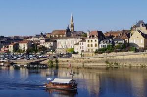 La ville de Bergerac vu de l'eau
