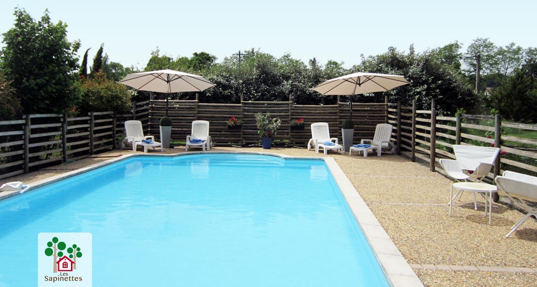 Piscine priv e dans votre location de vacances dans le for Week end piscine privee