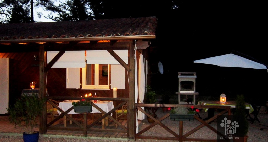 Les Sapinettes location vacances Bergerac : La maison vue de nuit